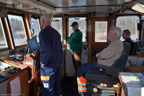 Hela sällskapet minus mig själv, tre i besättningen samt en passagerare. Vi närmar oss Kullens sluss.