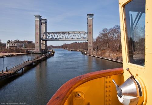 10:04 kunde vi se järnvägsbron i Trollhättan gå upp.