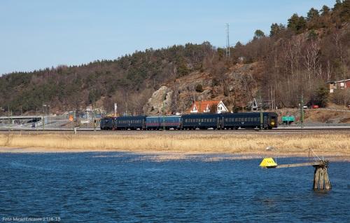 Bil, tåg och båt i Göta älvdalen.