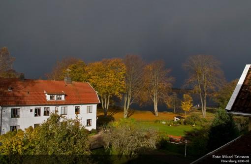 Ett åskoväder drar in över Vänersborgsviken.