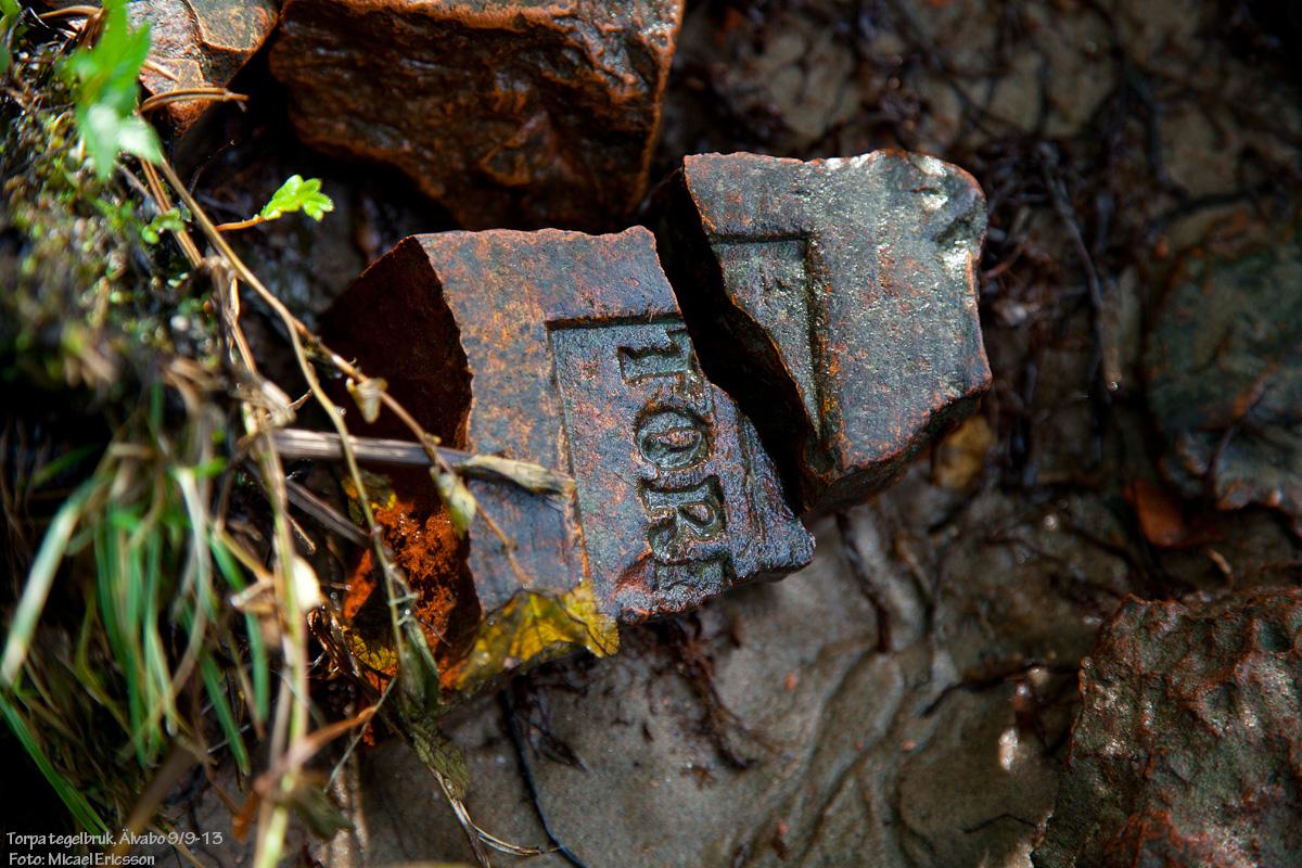 Exponering No. 9997 blev på en 100 år gammal tegelsten