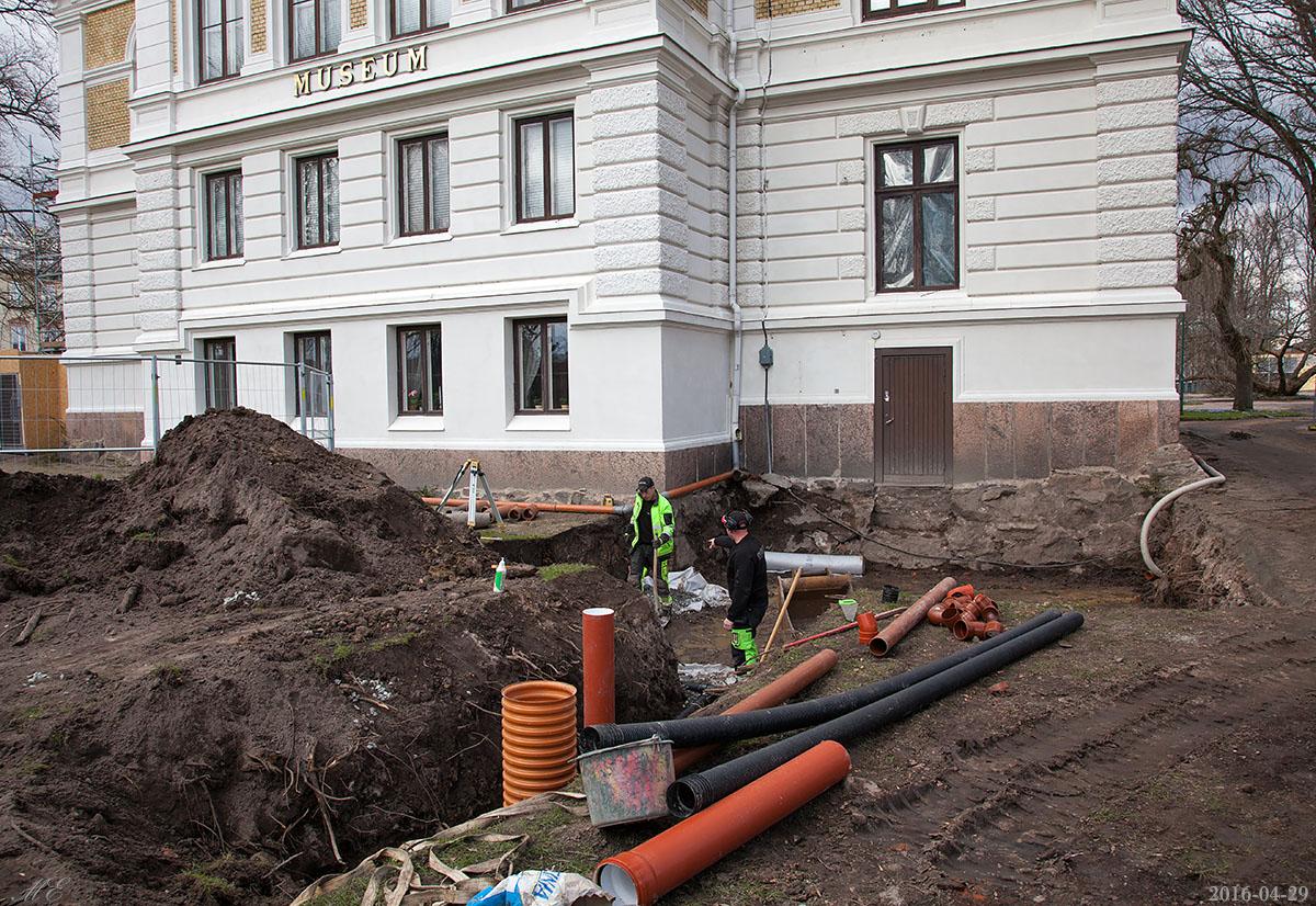 Efter första veckans arbete med grävning och rörkoppling för vatten/avlopp.