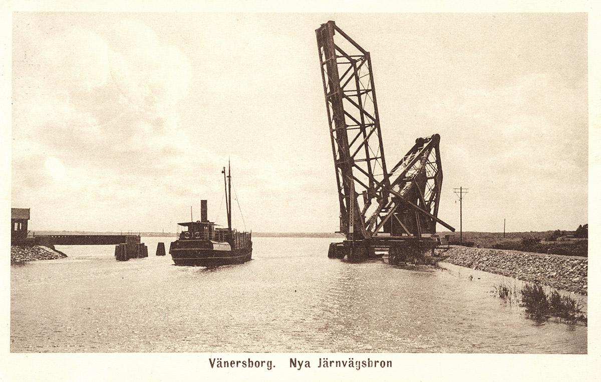 Ångare på nedgång, passerar UVHJ-banan i Vänersborg 1916-17. Foto: Okänd / Vänersborgs Söners Gille