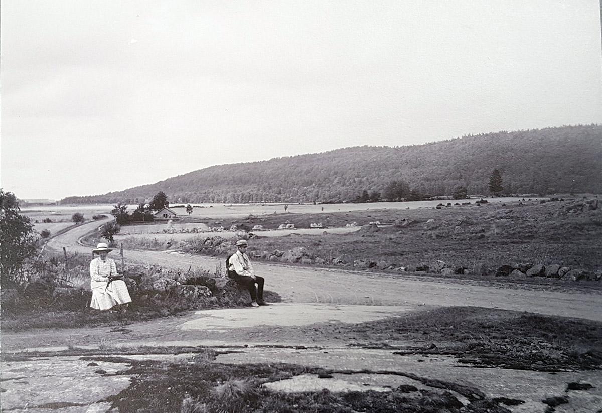 Den gamla landsvägen vid Börsle omkring 1911. Foto: Emil Almqvist / Vänersborgs museum