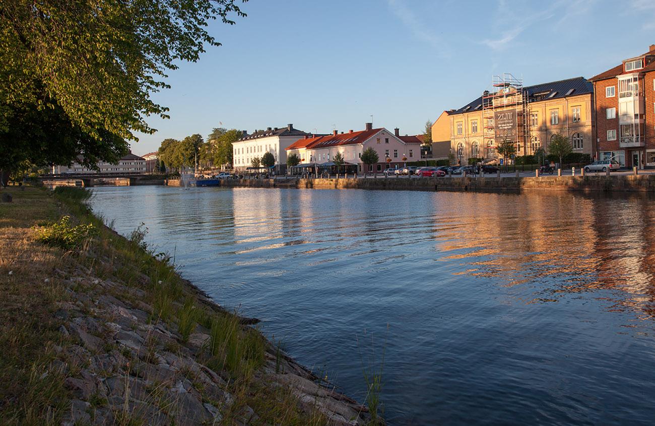 G:a hamnkanalen med BRF Riksbanken. Foto 2018-07-15