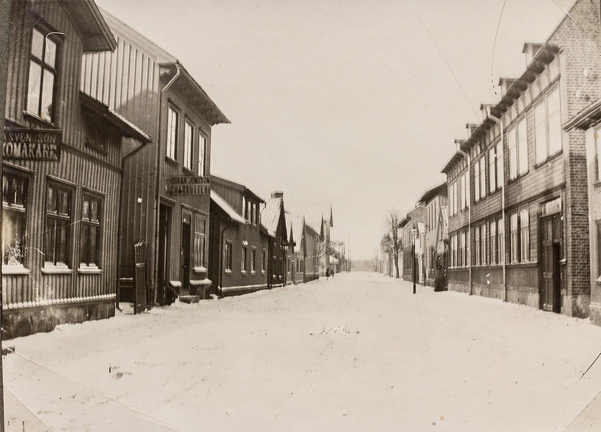 Nygatan västerut. Fotograf okänd, ur Vänersborgs museums samlingar.