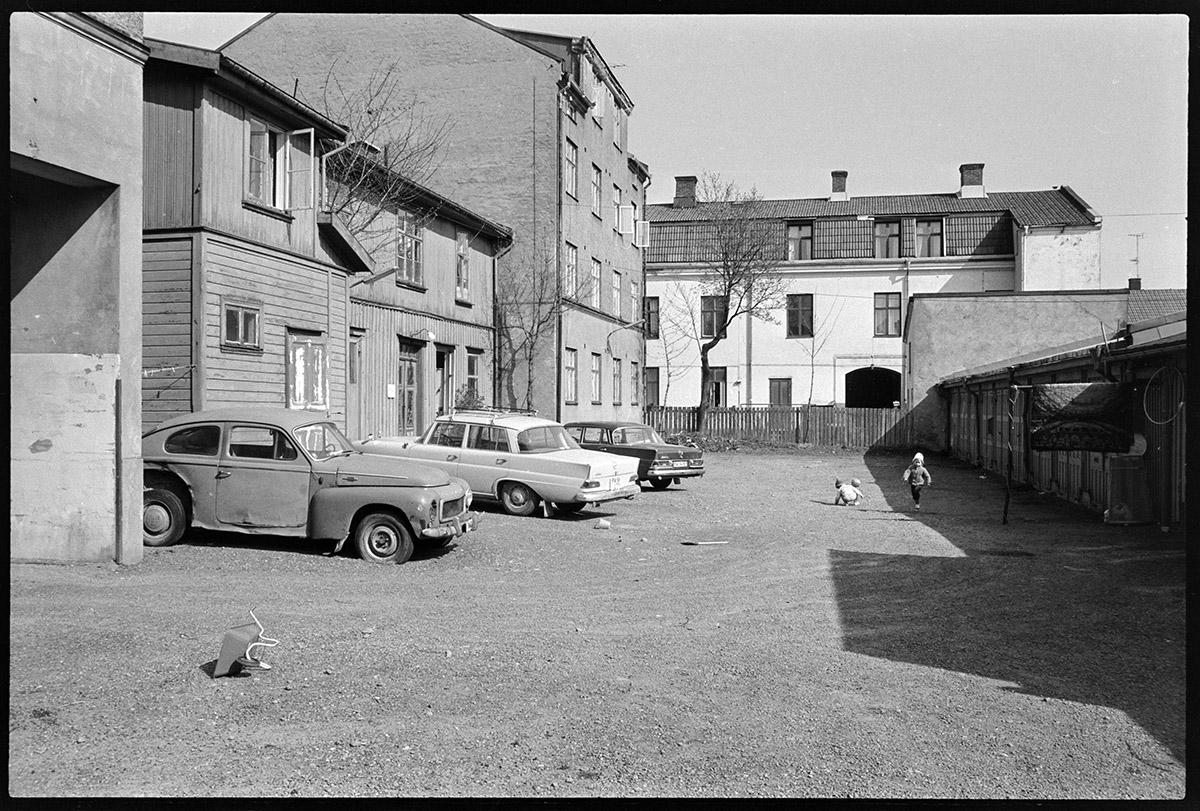 Innergården Kronogatan 7 1972. Foto Vänersborgs museum.