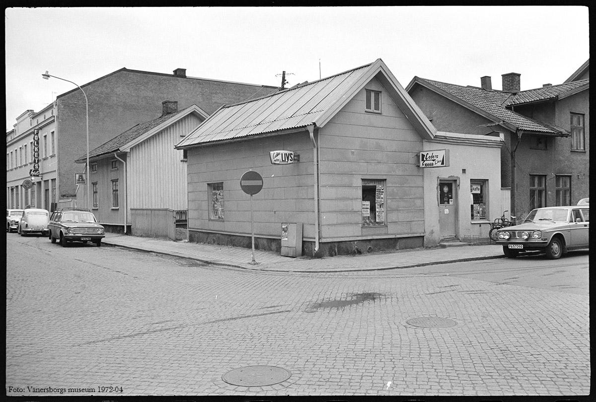 Korsningen Nygatan - Kyrkogatan 1972-04. Foto: Vänersborgs museum (B00645-043-23)