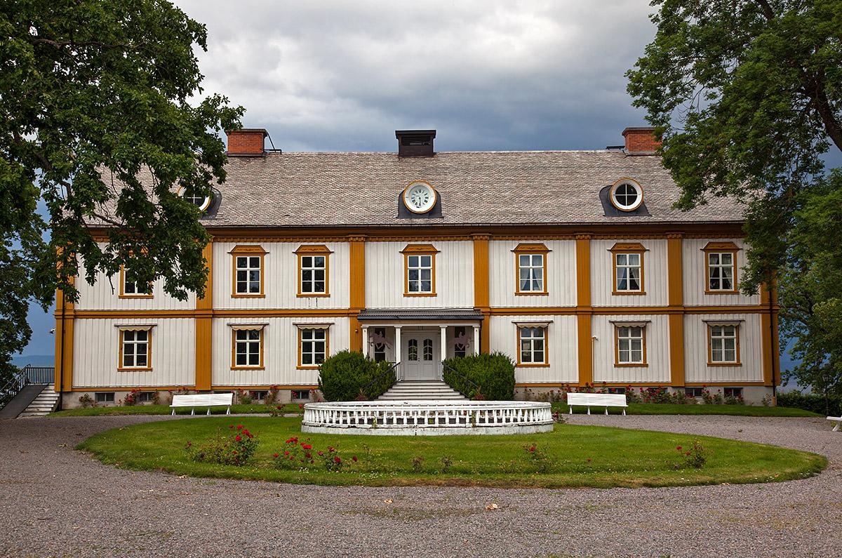 Hillringsbergs Corps-de-logi, troligtvis uppfört 1776. Foto taget den 14 juli 2019.