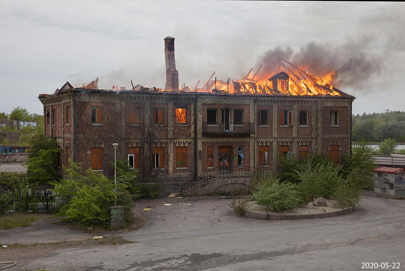 En anlagd brand blev slutet för den anrika kontorsbyggnaden.