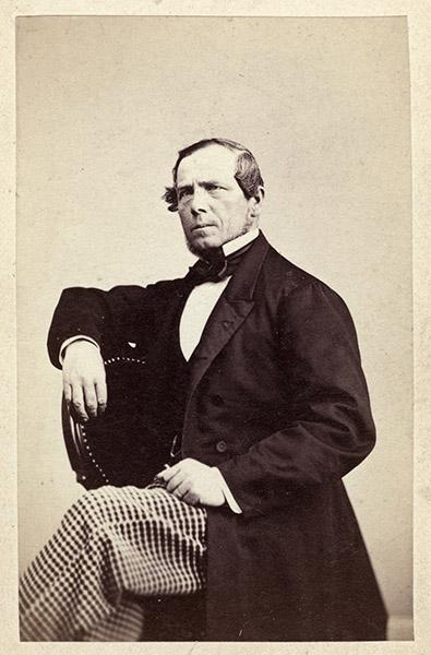 Carl Johan Anderssson, född i Vänersborg 1815. Ägde och bodde på Tenggrenstorp från 1859 fram till sin död 1887. Från obemedlad yngling arbetade han genom egen kraft och duglighet upp sig till en tryggad och ansedd ställning. Blev med tiden en av Vänersborgs mera framstående medborgare. Foto: A & F Lindahl, Uddevalla, ca 1865 (Vänersborgs Söners Gille)