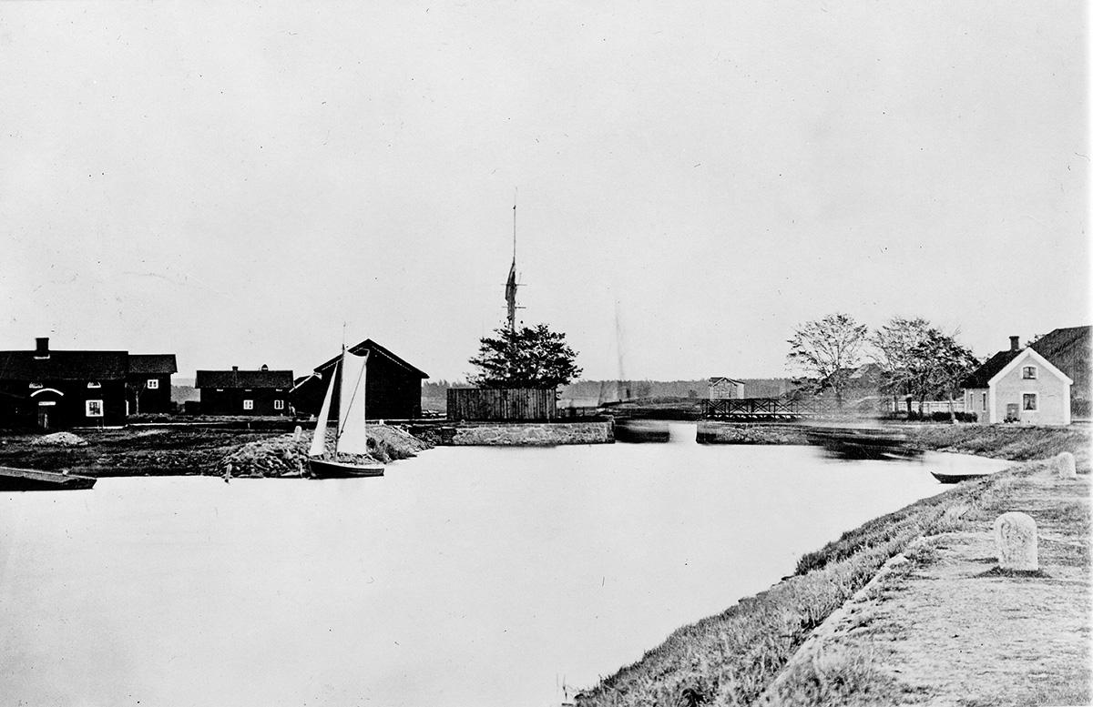 1844 års Gropbro på slutet av 1870-talet. Fotograf okänd. (Vänersborgs museum)